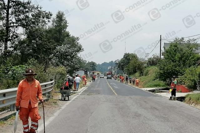 Limpian carreteras en Zacapoaxtla para prevenir inundaciones