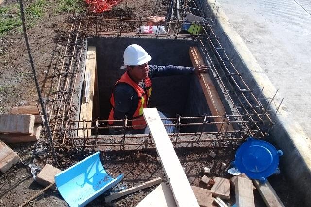 Agua de Puebla da mantenimiento a línea de conducción de agua potable