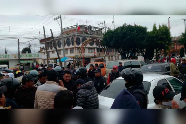 Salvan a ex policía de ser linchado en Texmelucan