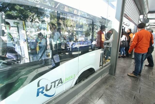 Reconocen desabasto en tarjetas del Metrobús en Puebla