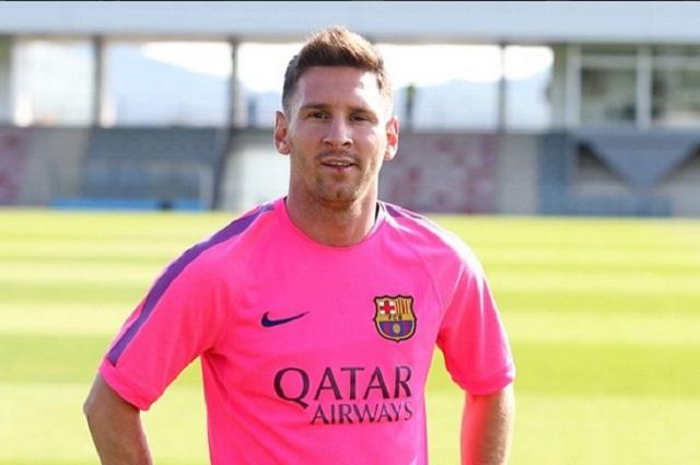 Aficionado salta 3 metros para ver a Messi y policía lo taclea