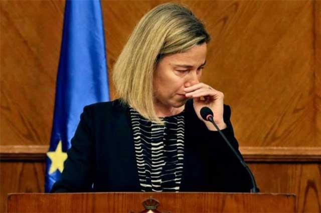 Representante de la UE llora al informar de los ataques en Bruselas