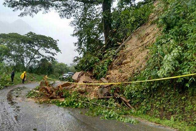 Por lluvias, cierran carreteras y escuelas en municipios de Puebla