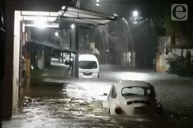 Severas inundaciones por lluvias azotan municipios de Veracruz