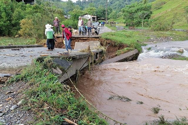 Lluvias dejan daños en 80 viviendas y tres puentes en Tlapacoya