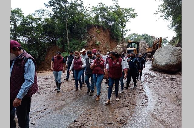Recorren zonas afectadas por lluvias en Tlaola y Tlapacoya