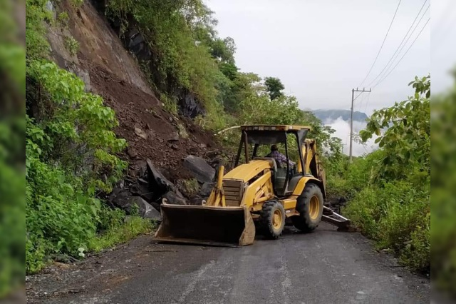Lluvias provocan deslave en carretera de Xicotepec