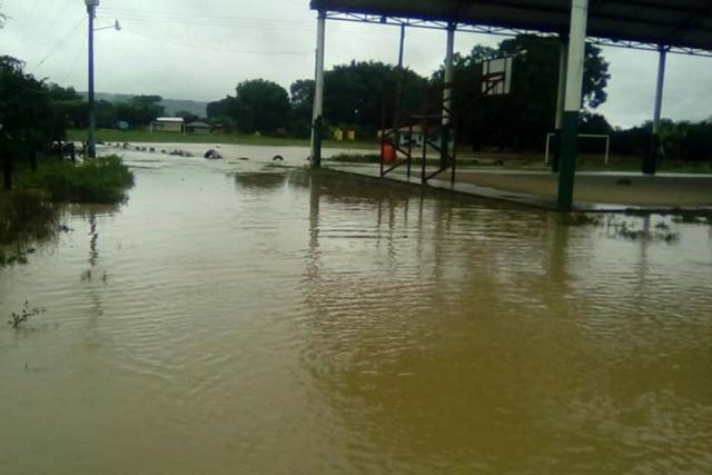 Suspenden clases 8 municipios por lluvias en la Sierra Norte