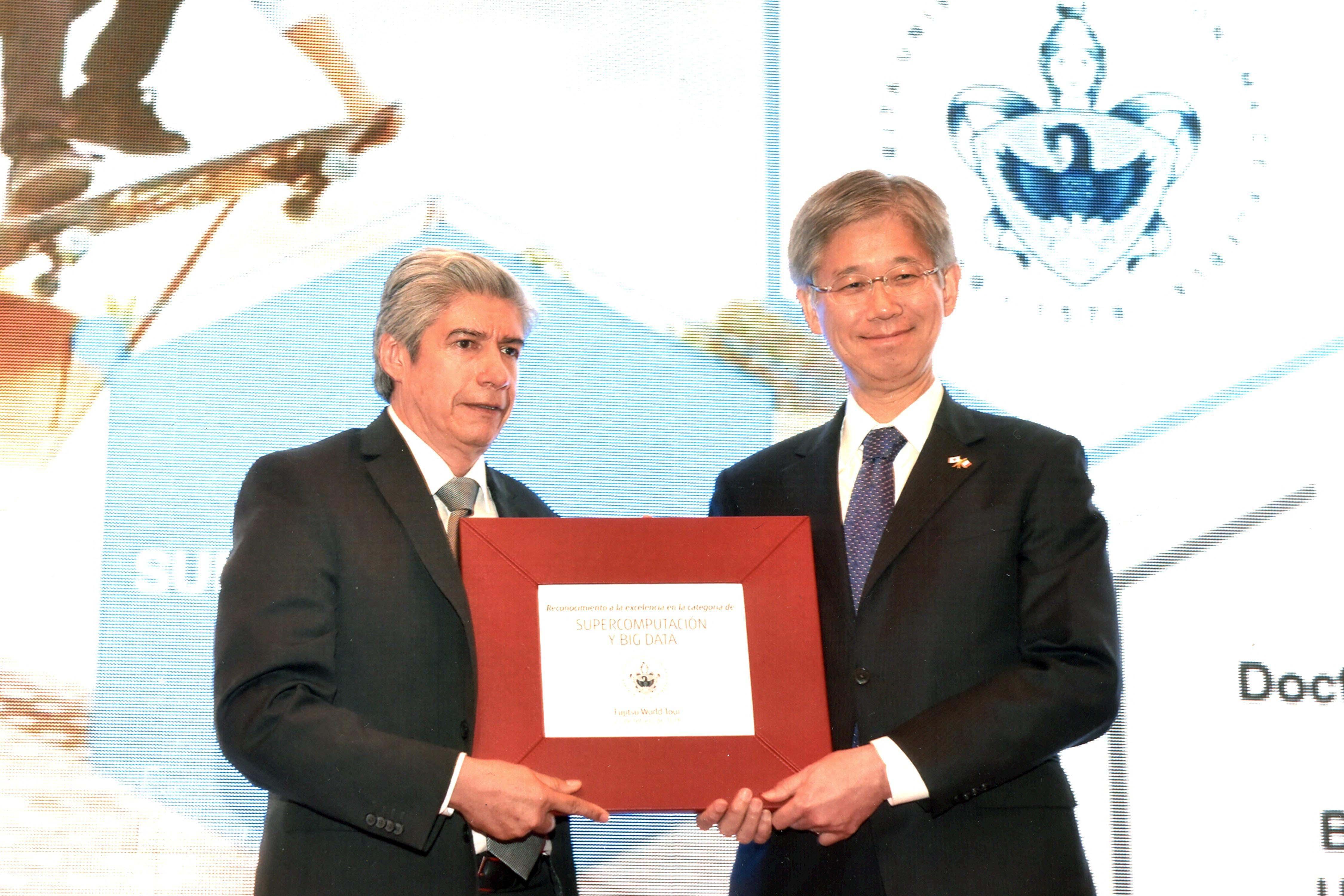 A la BUAP el premio Las TI del futuro, de la compañía japonesa Fujitsu