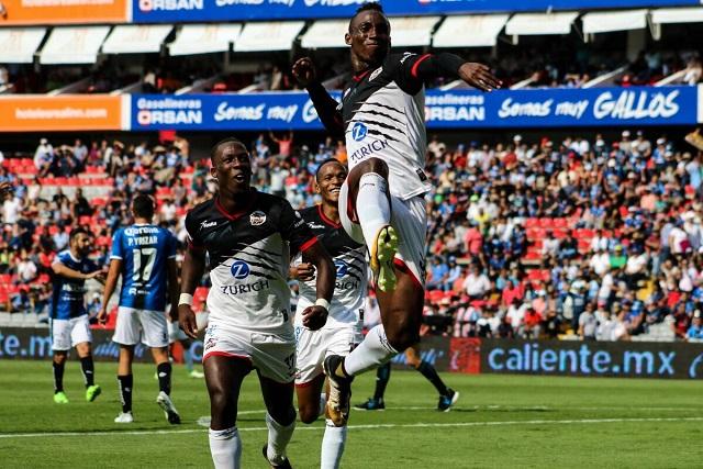 Lobos BUAP golea 4-0 a los Gallos y consigue su primer triunfo en la Liga MX
