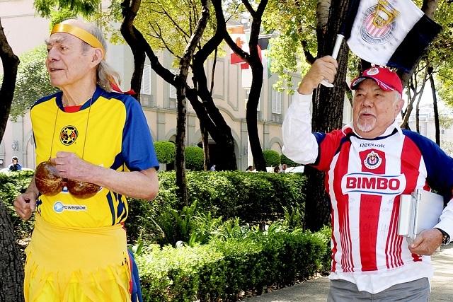 El Loco Valdés y Sergio Corona compartieron a la misma mujer