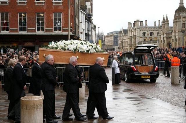 Suenan en Londres 76 campanadas para despedir a Stephen Hawking