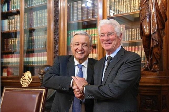 Richard Gere se reúne con López Obrador en Palacio Nacional
