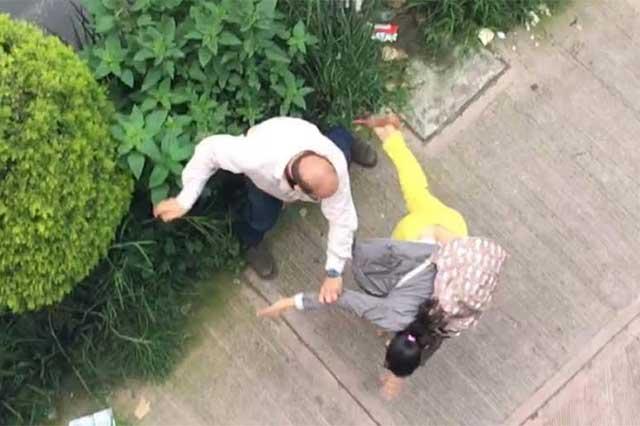 #LordPeatones invade paso de cebra y golpea a 2 personas que le reclaman