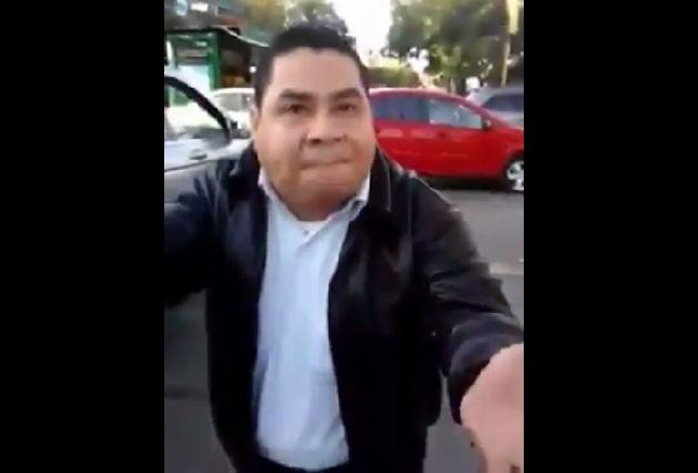 #LordDisculpas Conductor atropella, golpea, insulta y amenaza a peatón
