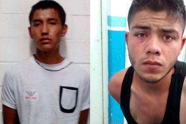Policías preventivos atrapan a dos atracadores de transeúntes