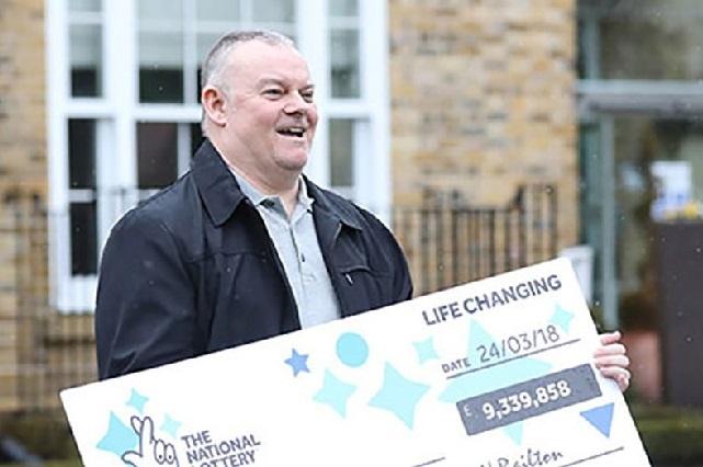 Pareja se divorcia, él gana la lotería y mira lo qué dijo de su ex