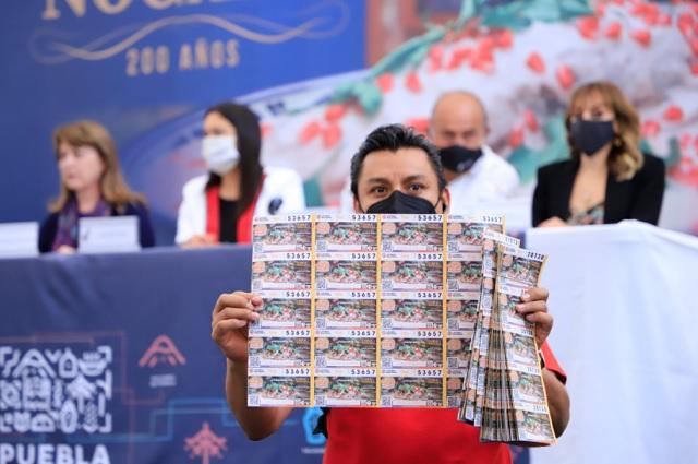 Lotería Nacional lanza billete conmemorativo del chile en nogada