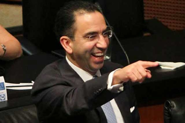 Lozano alega que no es traidor y llama mezquinos a sus detractores
