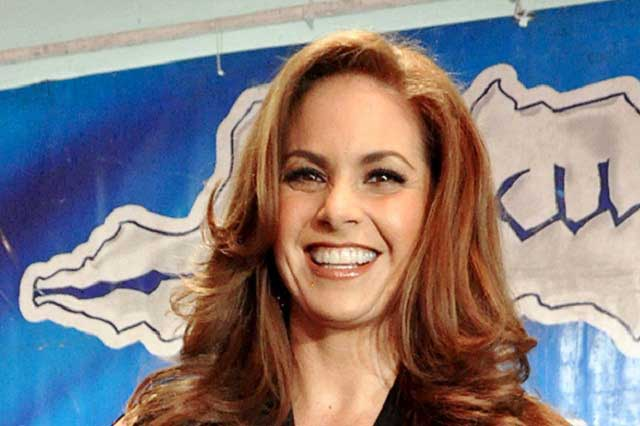 Lucero donará ganancias de sus presentaciones a damnificados