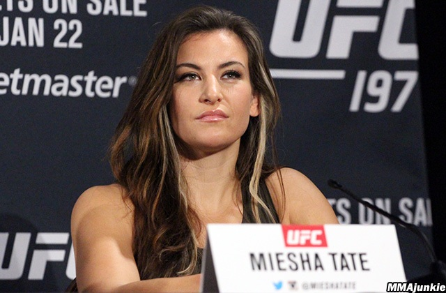 Violan intimidad de ex campeona de UFC y publican fotos de ella desnuda