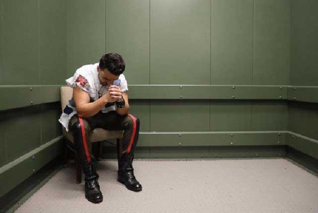 Luis Fonsi llora por no poder comunicarse con su familia en Puerto Rico