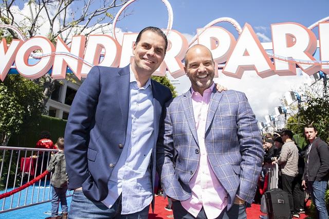 Martinoli y Luis García van a premiere de Parque Mágico
