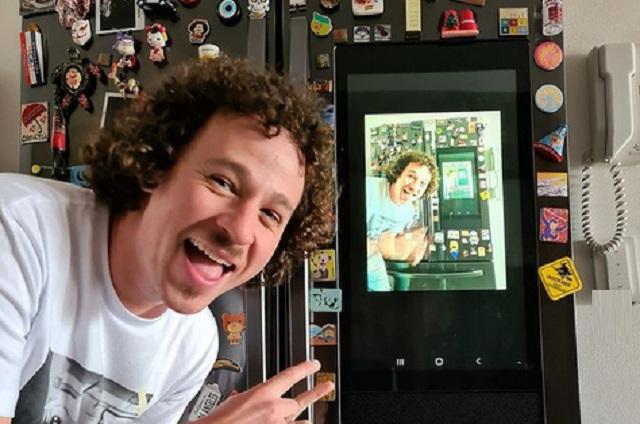 Luisito Comunica y su foto afuera de club de striptease que causó malestar