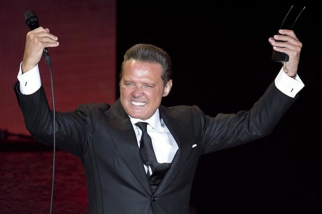 Luis Miguel regresa y conquista a su público en el Auditorio Nacional