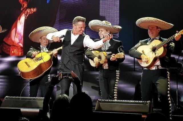 Luis Miguel estrena Soy lo prohibido y Aracely Arámbula celebra cumpleaños