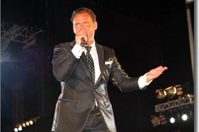 Doble de Luis Miguel asegura que lo reemplazó en concierto