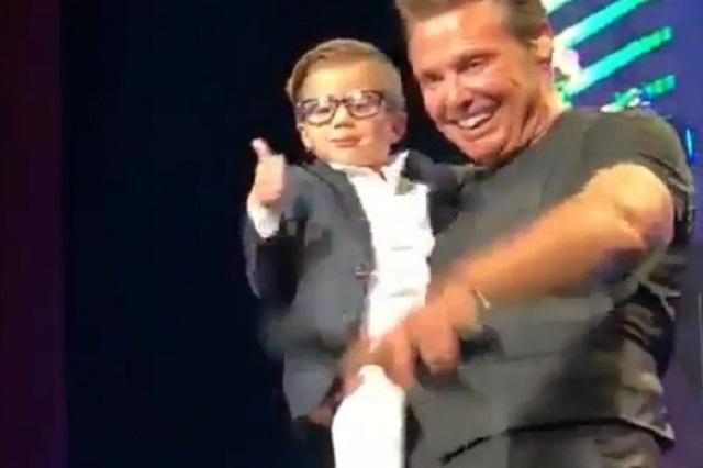 Luis Miguel abrazó a niño en concierto y le llueven críticas