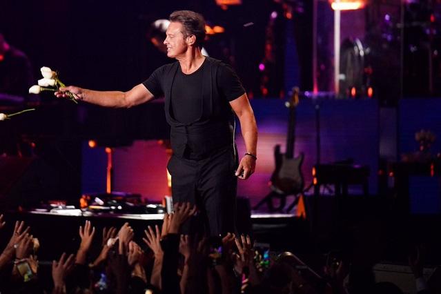 Luis Miguel no llevaba ropa interior en concierto: Bisogno