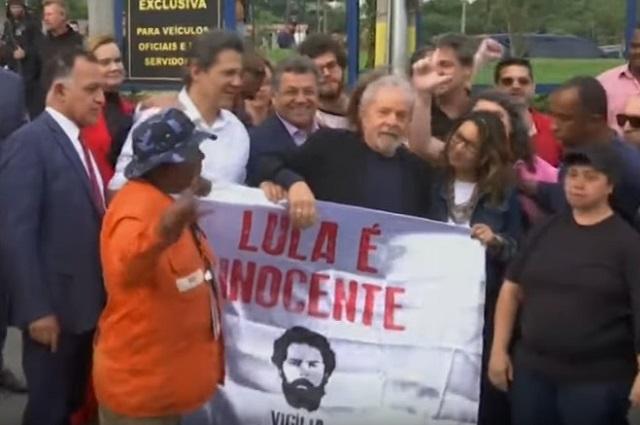 Sale de prisión Lula da Silva, ex presidente de Brasil