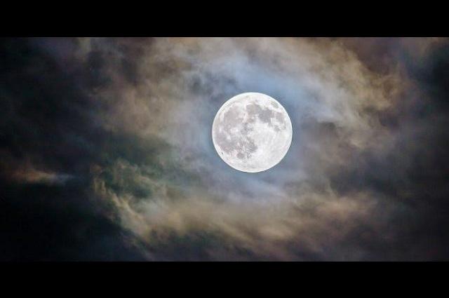 Este viernes es la primera luna llena y eclipse de 2020