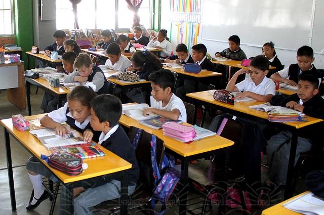 Regresan a clases 1 millón 600 mil escolares en Puebla