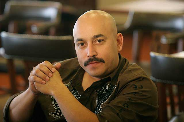 Lupillo Rivera aclara situación legal tras agredir a un americano