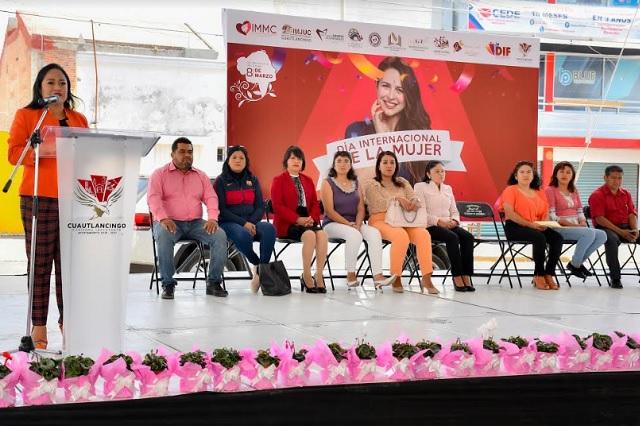 Reconoce Lupita Daniel a cientos de mujeres en su día