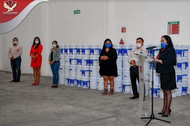 Lupita Daniel entrega botes de pintura a escuelas de Cuautlancingo