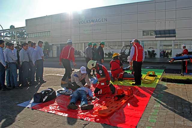Realizan macro simulacro de sismo en las instalaciones de Volkswagen
