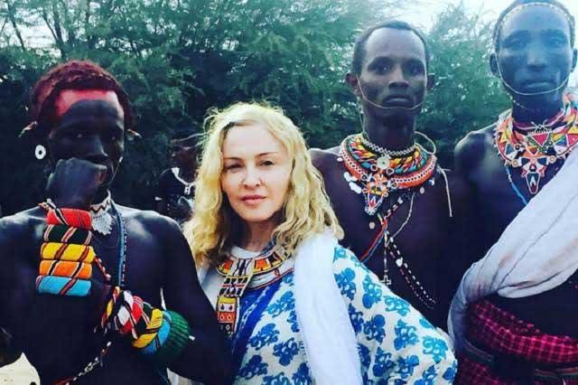 Madonna inicia festejo de cumpleaños junto a sus hijos en África