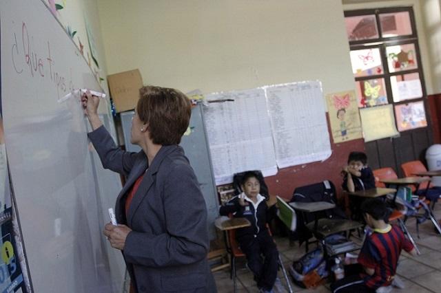 Continúa cambio de centros de trabajo para maestros en Puebla