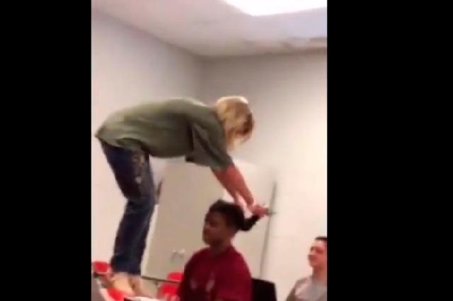 Maestra renuncia tras ser exhibida en video en FB maltratando a alumna
