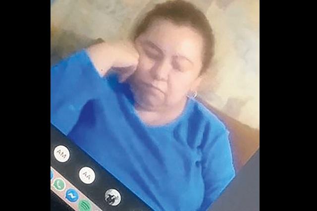 Exhiben a maestra por quedarse dormida en plena clase virtual