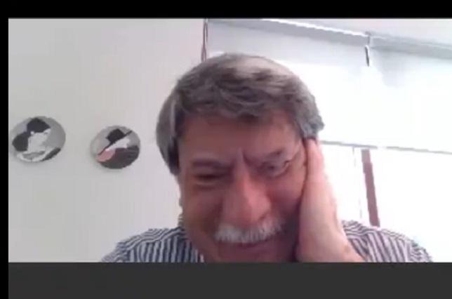 Video: Maestro conmueve en la web por fallas en clase virtual