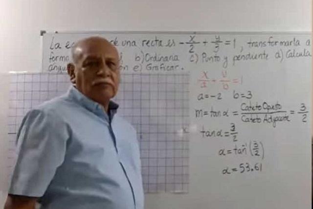 Maestro de 68 años del IPN enseña matemáticas en YouTube