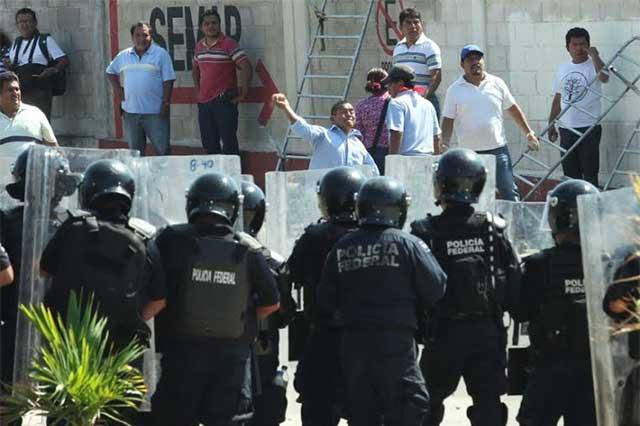 La SEP sancionará a maestros que protestaron por visita de EPN a Oaxaca