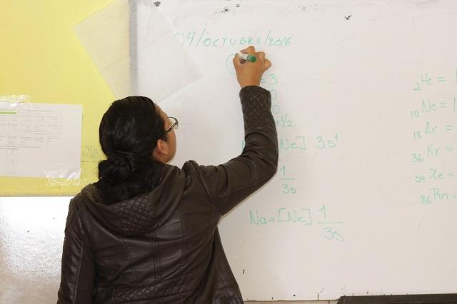 Se burlan de la SEP por maestros que enseñan inglés sin hablarlo