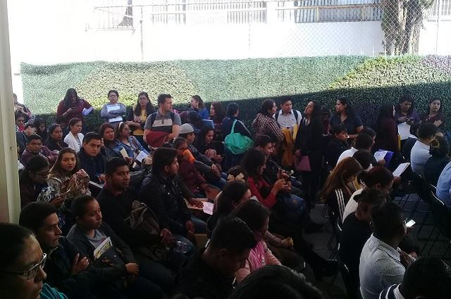 Por toma de SEP federal maestros poblanos siguen sin pago