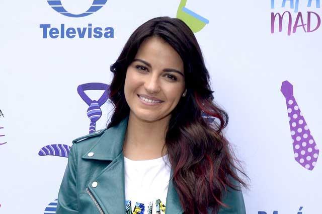 Critican a Maite Perroni por promocionar beso gay en telenovela